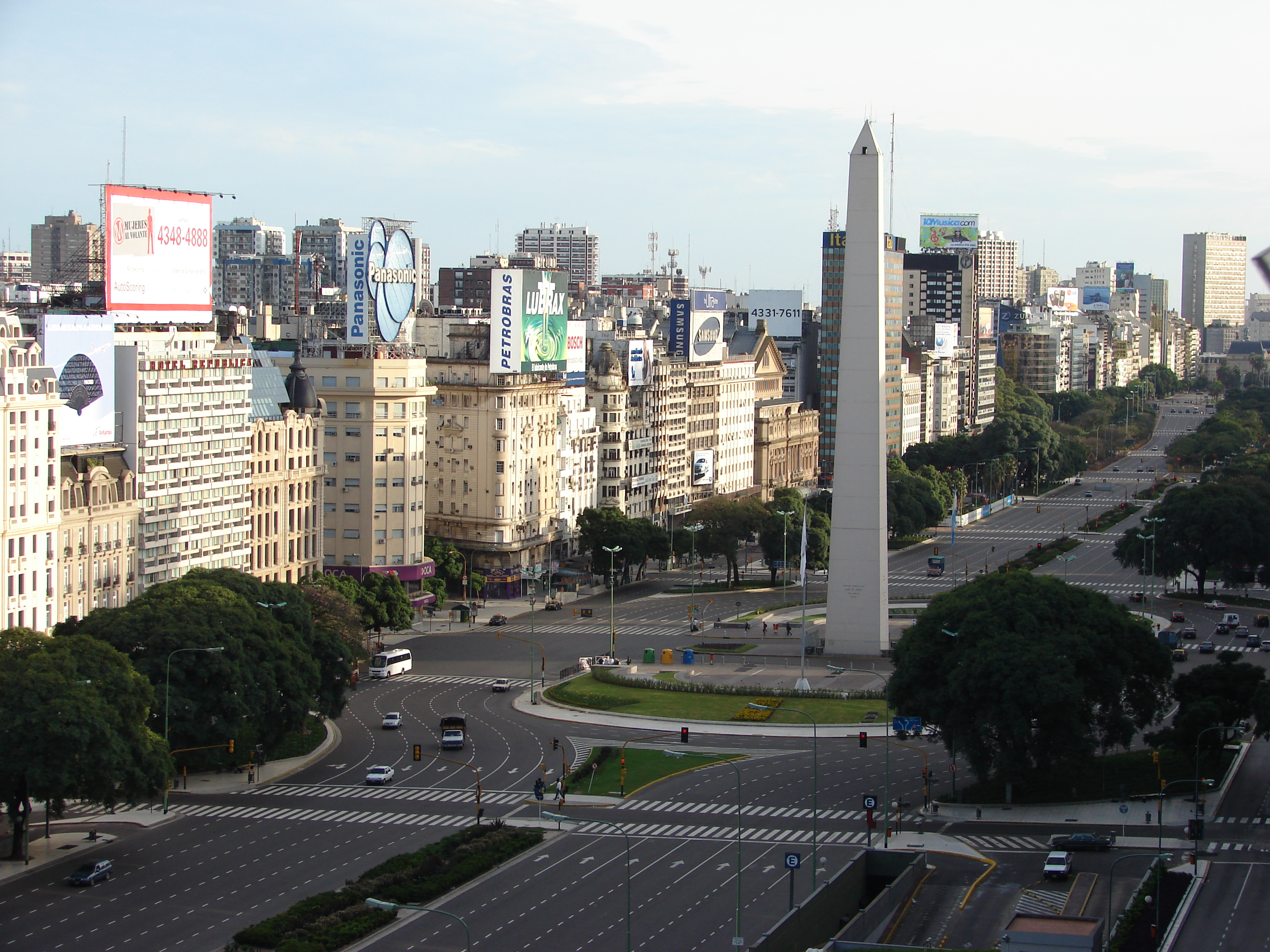 Int'l AIDS Awareness Day Buenos Aires - Obelisco and Avenida 9 de Julio